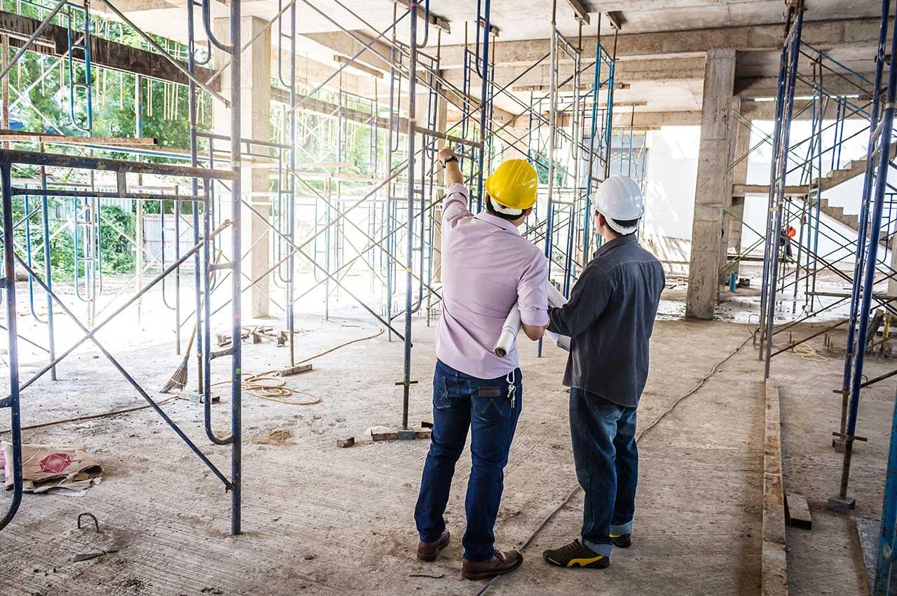 Hommes - chantier de construction
